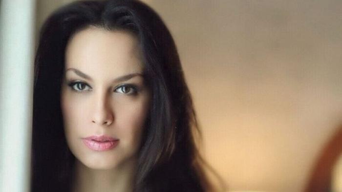Sophia Latjuba Di-Bully, Foto Seksi Curi Perhatian, Eks Pacar Ariel Noah Dibilang Pamer Belahan Dada