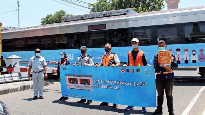 Kecepatan Kereta Api Meningkat, PT KAI Daop 3 Cirebon Ingatkan Warga Tertib di Perlintasan Sebidang
