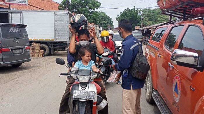 Petugas Gabungan Dikerahkan Untuk Aksi Ubah Laku di Indramayu, Petugas: Bawa Masker Tapi Tak Dipakai