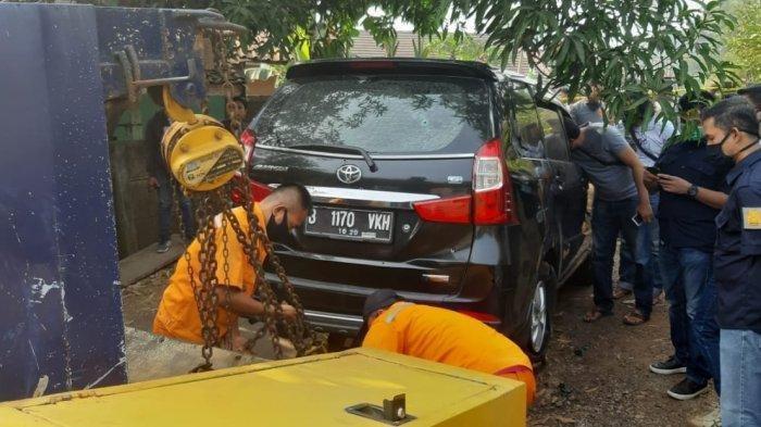 Penemuan Mayat Pria Gondrong di Dalam Mobil Avanza Pelat B di Purwakarta, Tubuh Penuh Luka Tembakan