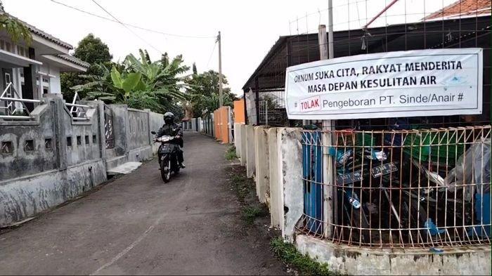 Sebar Spanduk Penolakan, Warga Desa Kalapa Gunung di Kuningan Tolak Pengeboran Sumur Air PT Sinde