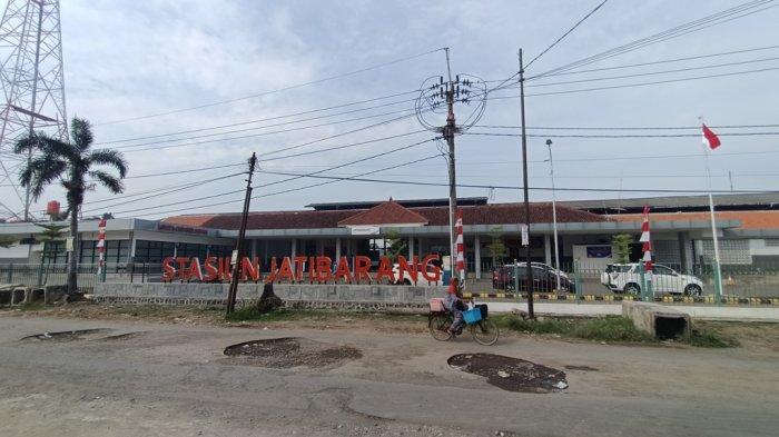 Stasiun Jatibarang, Selasa (24/8/2021).