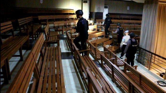 Menjelang Misa Natal, Polisi Sterilisasi Sejumlah Gereja di Kota Cirebon