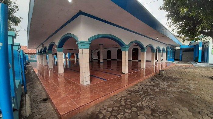 Tidak Gelar Salat Iduladha, Sejumlah Masjid di Jalur Pantura Cirebon Sepi Bahkan Gerbang Digembok
