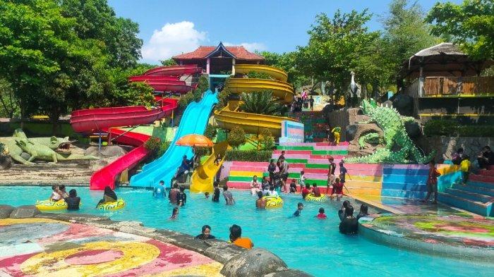 Suasana momen libur Hari Raya Waisak di objek wisata Jembar Waterpark di Desa Ranjiwetan, Kecamatan Kasokandel, Kabupaten Majalengka, Rabu (26/5/2021).