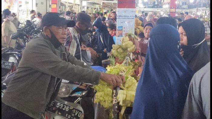 Imbas Daya Beli Kurang, Pembeli Pakaian di Pasar Cibolerang Majalengka Turun Hingga 70 Persen