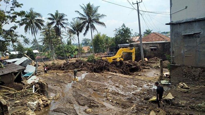 Suherli Hanya Bisa Mengelus Dada, Bangunan Baru Miliknya Dihantam Banjir Bandang, Rata dengan Tanah