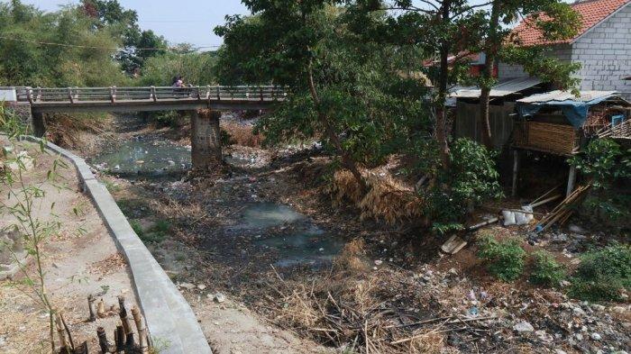 Sampah Menumpuk Sampai 3 Tahun di Pintu Air Sungai Cikeruh Dikeruk, Volumenya Ternyata Sebanyak Ini