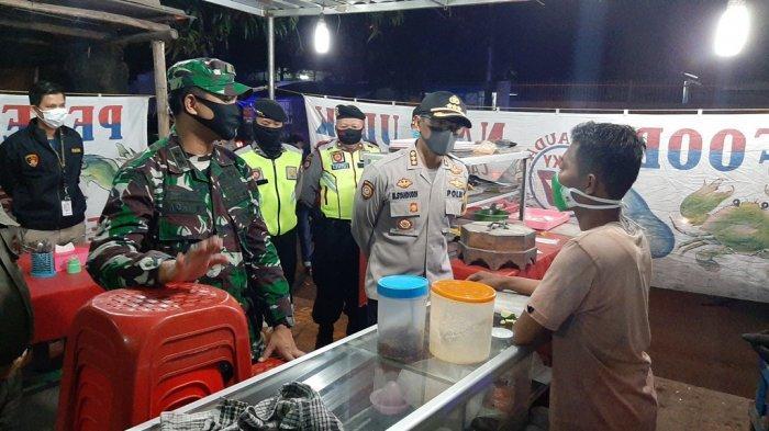 Petugas Gabungan Lakukan Patroli Skala Besar di Cirebon, Datangi Kedai Makan dan Bubarkan Kerumunan