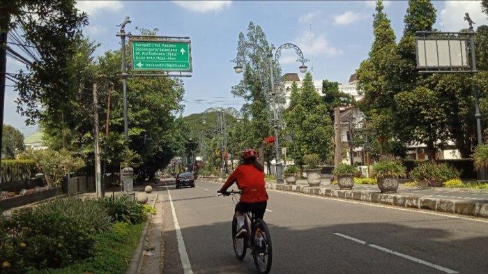 Tak Bisa Mudik Warga di Bandung Memilih Sepedaan, Bakar Lemak dan Kalori Opor Ayam dan Ketupat