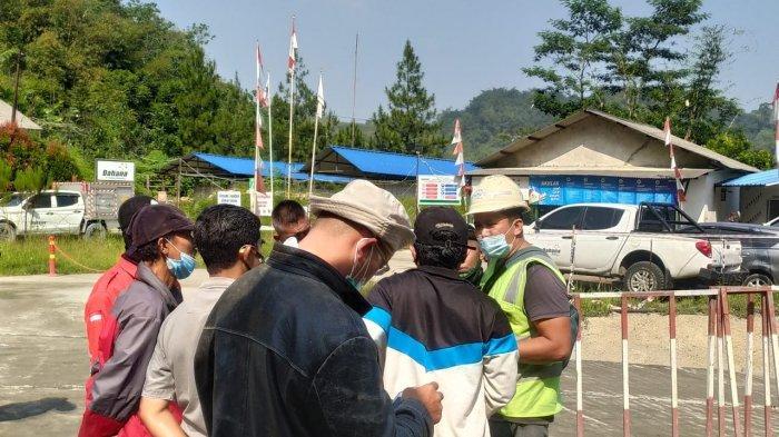 Tak Tahan dengan Pengeboman Terowongan KCIC, Warga Tipar Silih Asih Padalarang Geruduk Pengembang