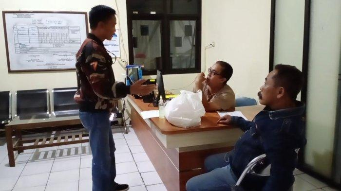 BREAKING NEWS Dapat Bantuan Sembako Beras, Takarannya Beda, Warga Sukarame Kuningan Lapor Polisi
