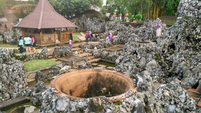 Pengunjung Taman Air Gua Sunyaragi Cirebon Masih Didominasi Wisatawan Lokal