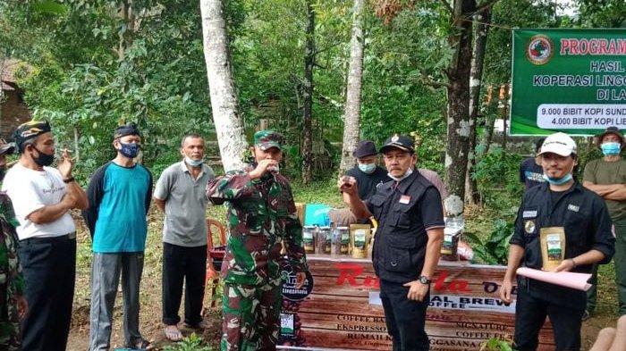 Ketua DPRD Bareng Dandim 0615/Kuningan Tanam Kopi Jenis Arabika di Kaki Gunung Ciremai