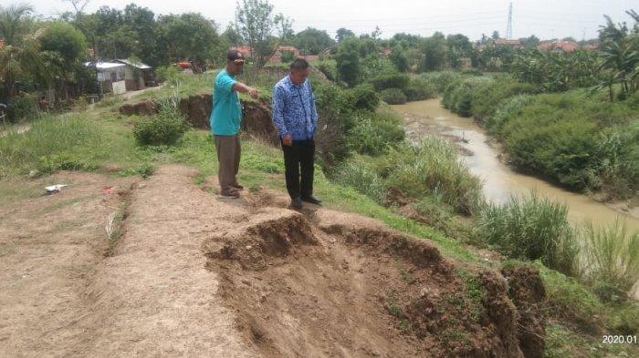 Tanggul Sungai Cipanas Indramayu Longsor, Ada 17 Titik Tanggul Kritis, Masyarakat Harus Waspada