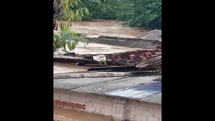 BREAKING NEWS: Beredar Video Rumah Warga di Indramayu Terseret Banjir, Ketinggian Air Sampai 3 Meter