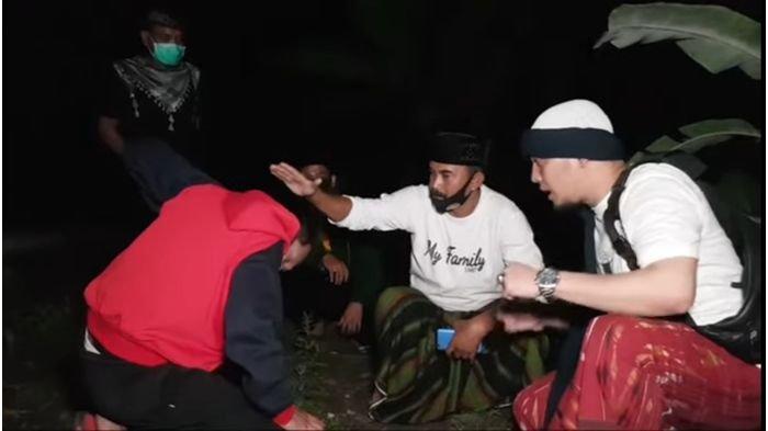 Ustaz Ujang Busthomi Ngobrol dengan Makhluk Astral Sombong di Kampung Mati Desa Sidamukti Majalengka