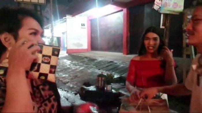 Demi Konten Viral, YouTuber di Bandung Ngeprank Waria, Beri Dus Sembako, tapi Ternyata Isinya Sampah