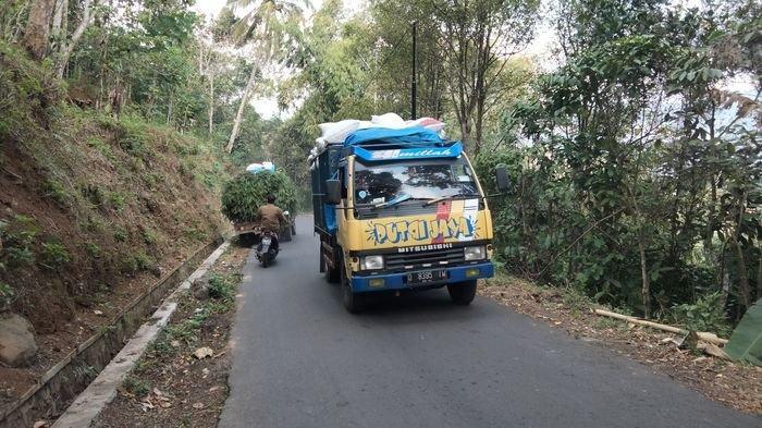 Cerita Tanjakan Maut Jalan Antar Desa Parung – Karanganyar di Kecamatan Darma Rawan Kecelakaan