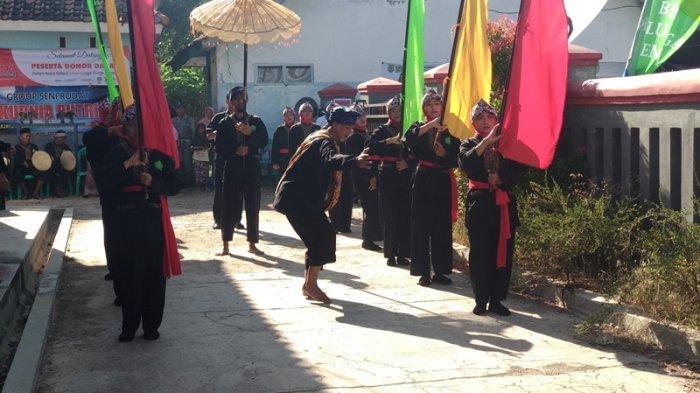 Kedatangan Wakil Bupati Majalengka Tarsono ke Desa Trijaya Disambut Kesenian Rudat