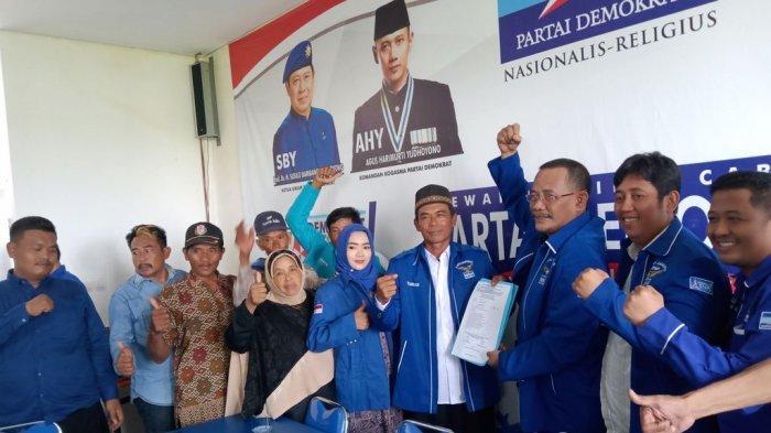 Ribuan Petani Datangi DPC Demokrat Indramayu, Antar Taryadi Daftar Maju di Pilkada Indramayu 2020