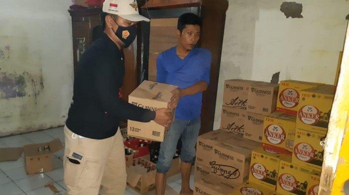 Ratusan Botol Miras Dirazia Polisi dari Sejumlah Tempat Penjualan Minuman Keras di Indramayu