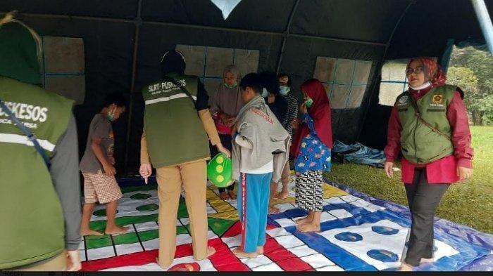 Anak-anak Korban Banjir Longsor di Puncak Alami Syok, Dinsos Bikin Tenda Ini Khusus untuk Mereka