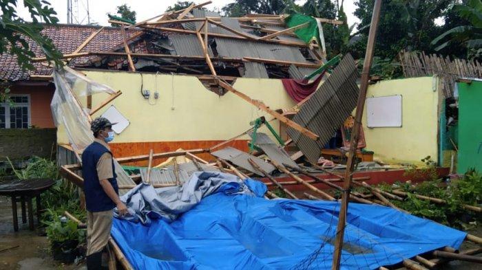 Belasan Rumah di Darangdan Purwakarta Tersapu Angin Puting Beliung, Warga Lihat Atap Beterbangan