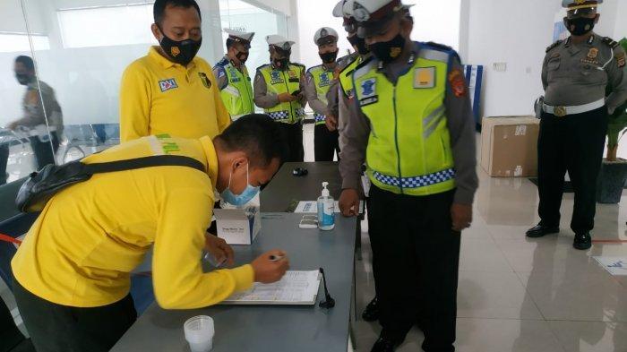 Polisi di Indramayu Lagi-lagi Dites Urine Dadakan, Perintah Kapolres: 'Tak Ada Tempat Untuk Narkoba'