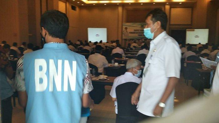 Puluhan Pejabat Kuningan Kaget di Tengah Rakor Tiba-tiba Didatangi Petugas BNN untuk Tes Urine