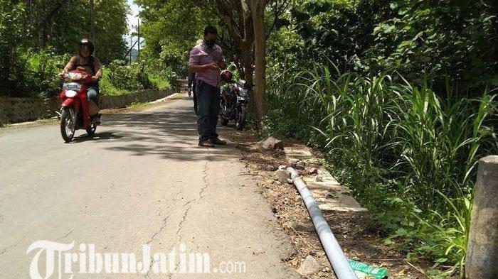 Kesal Istri Kalah Pilkades Anggota DPRD Tulungagung Ini Cabut Kembali Tiang Listrik yang Dipasangnya