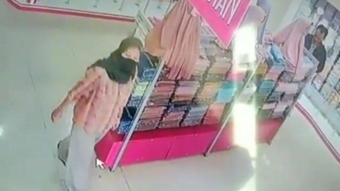 Sadar Aksinya Terekam CCTV, Tiga Pencuri di Sumedang Ini Nekat Lanjutkan Aksinya, 1 Orang Wanita