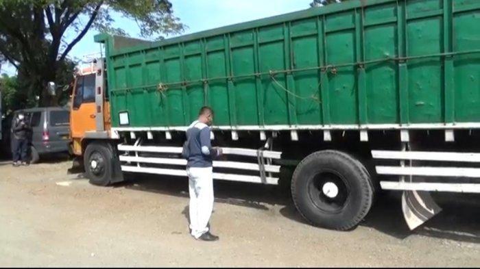 Kecelakaan Maut di Tol Purbaleunyi, 3 Orang Sopir Tewas Tertimpa Truk Saat Mengganti Ban yang Pecah