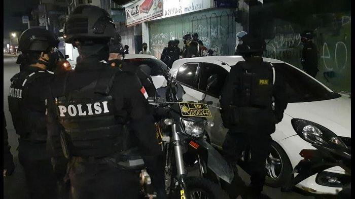 Masih Ada Kerumunan Anak Muda dan PSK di Tasik, Tim Maung Galunggung Langsung Membubarkan