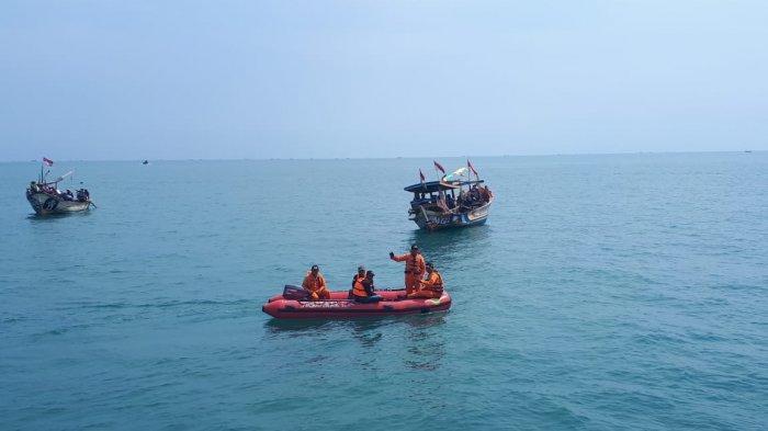 Nelayan Asal Indramayu Terombang-ambing di Laut Kalimantan, Beruntung Ditemukan Nelayan Lain