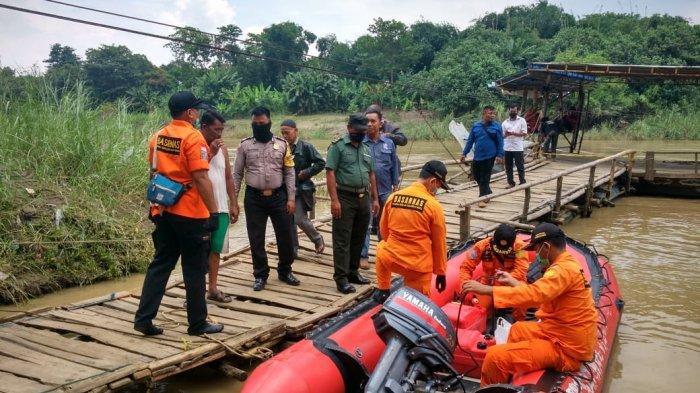 Tim SAR Lakukan Rekayasa Pencarian Kakek Kamsiah yang Tenggelam di Sungai Cimanuk Indramayu