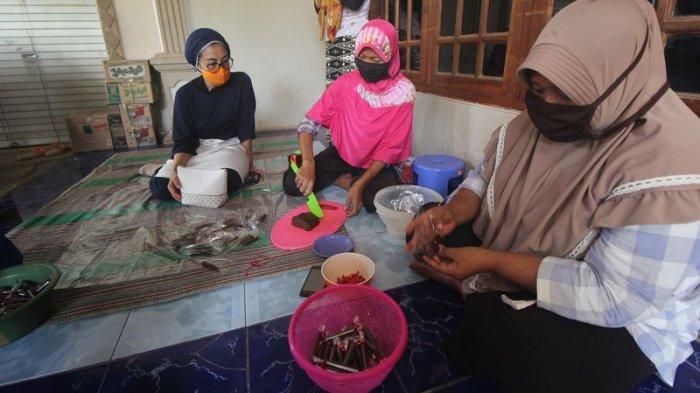 Kualitas Sudah Bagus, Anggota Komisi VIII DPR RI Minta Pemkab Cirebon Bantu Pemasaran Produk UMKM