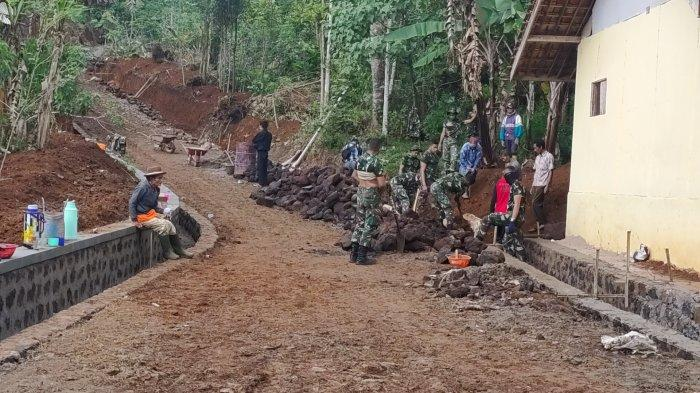 TNI Buka Jalan di Pelosok Desa Buninagara Majalengka Melalui TMMD, Warga Tak Perlu Putar Sejauh 6 KM