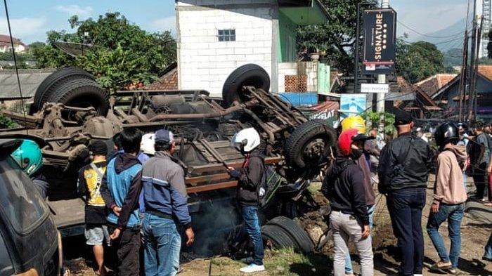 Kecelakaan Maut di Jatinangor, Truk Batubara Rem Blong Lalu Terguling Timpa Dua Motor, Seorang Tewas