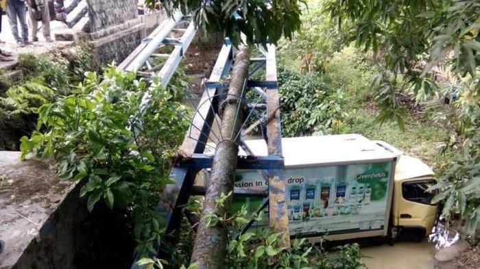 Truk Boks Tabrak Motor di Jalan Raya Cigasong-Rajagaluh, Satu Orang Tewas dan 2 Luka Parah