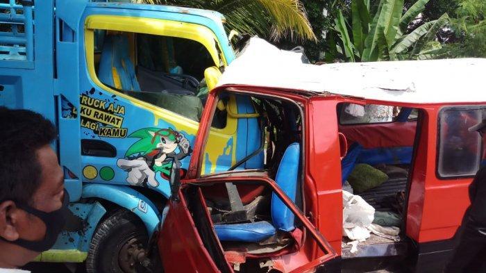 Kecelakaan lalu lintas terjadi di Kampung Cihaungan, Desa/Kecamatan Jatiluhur, Purwakarta, Selasa (8/12/2020) melibatkan truk bernomor polisi T 8396 AL dengan angkot bernomor polisi T 1944 AA.