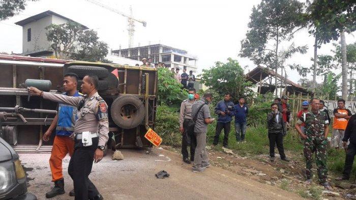 Truk Pasir Alami Rem Blong di Ngamprah, Tabrak 3 Motor dan 1 Mobil, 2 Pengendara Motor Tewas di TKP