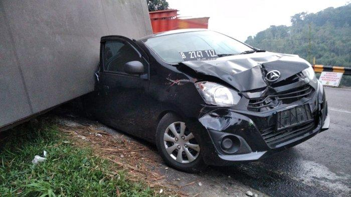 Kecelakaan di Jalur Gentong Tasikmalaya, Truk Pengangkut Mi Tak Kuat Menanjak Lalu Timpa Mobil Lain
