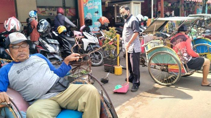 Sebanyak 225 Tukang Becak di Indramayu Komitmen Berhenti Merokok Agar Bisa Beli Beras