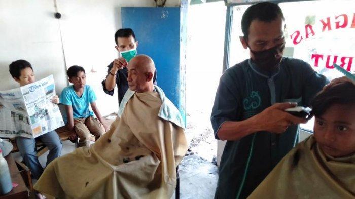 Tukang Cukur Tidak akan Mudah Berlebaran di Garut, Jika Pulang Setelah Tanggal 6 Mei Nanti