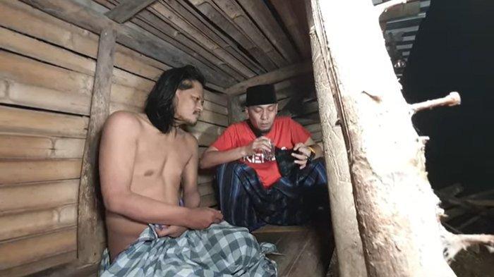 Ustaz Ujang Busthomi Temui Pria yang Dipasung 15 Tahun di Kuningan Ajak Bacakan Sholawat Biar Sembuh