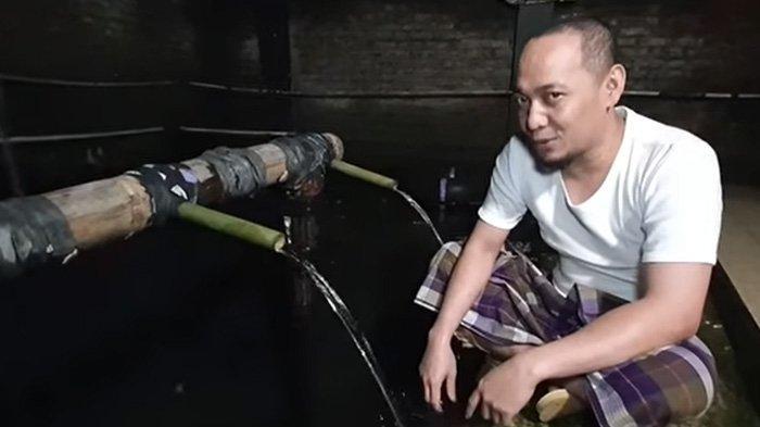 Sebelum Mandi di Tempat Eyang Prabu Siliwangi Ustaz Ujang Busthomi Baca Sholawat Nabi,Persiapan Duel