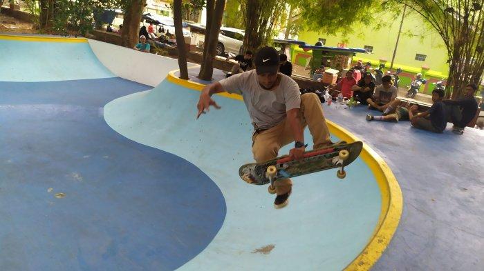 Puluhan Skateboader Cimahi Menguji Trek Skatepark Berstandar Asian Games di Taman Kartini