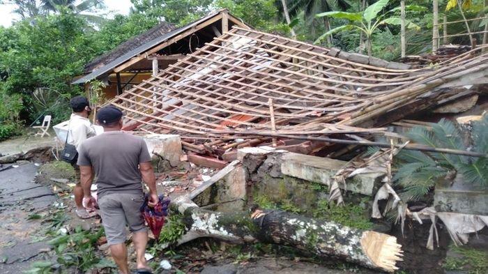 Bencana Pergerakan Tanah Guncang Babakan Jeruk Kabupaten Tasik, Puluhan Warga Tinggalkan Rumah