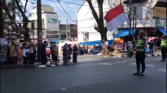 Beredar Video Petugas Polisi Kuningan Upacara di Jalur Nasional Saat Jam Pembacaan Proklamasi
